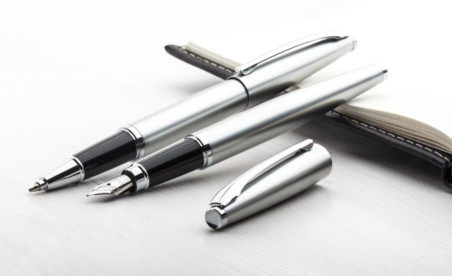Silber Fuellfederhalter und Roller Pen