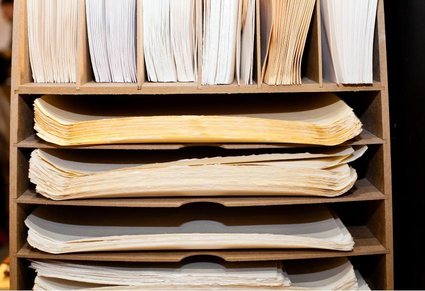 Postfach mit Unterlagen - Zettelwirtschaft organisieren