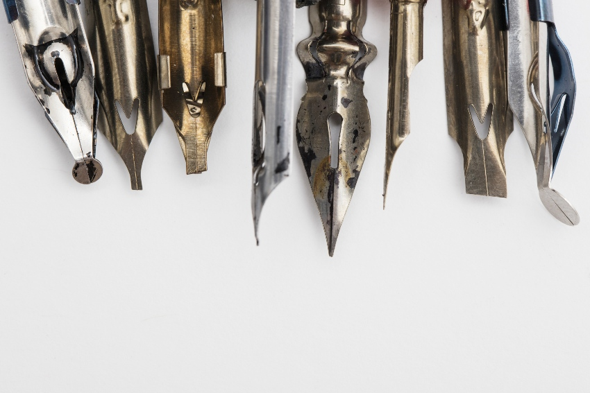 Füllerfedern mit eingetrockneter Tinte