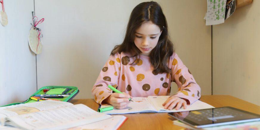 Kind schreibt - kreatives Schreiben
